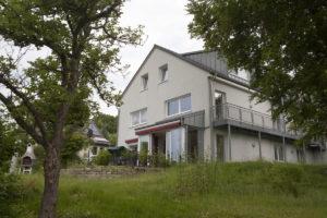 Das Haus Wiesenberg vom Garten aus gesehen